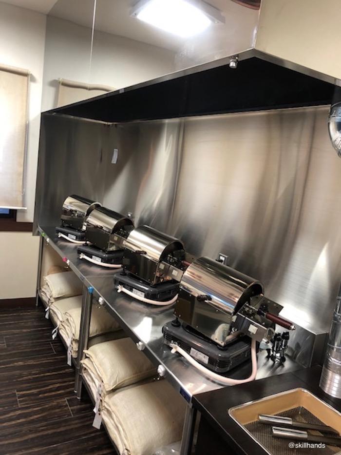 生豆をその場で焙煎してもらえます。